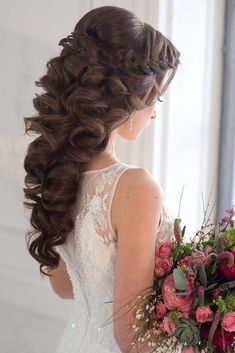long wavy wedding hairstyles 2 via yuliya vysotskaya - Deer Pearl Flowers / http://www.deerpearlflowers.com/wedding-hairstyle-inspiration/long-wavy-wedding-hairstyles-2-via-yuliya-vysotskaya/