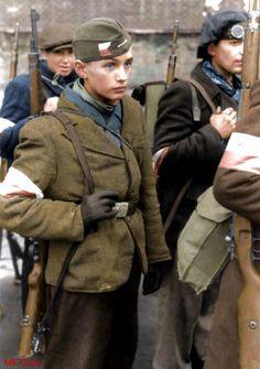 """""""Dziś idę walczyć, Mamo""""  Powstanie Warszawskie  Warsaw Uprising 1944. Warsaw Uprising, Poland Ww2, Warsaw Ghetto, Central And Eastern Europe, Ww2 Photos, History Classroom, Military History, Military Art, Armed Forces"""