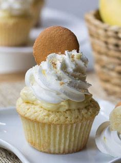 Dreamy and creamy banana buding now comes in delicious Banana Pudding Cupcakes version by Spicy Southern Kitchen. Moist vanilla cupcakes filled with vanilla Banana Pudding Cupcakes, Yummy Cupcakes, Yummy Treats, Sweet Treats, Yummy Food, Cupcake Recipes, Dessert Recipes, Chef Recipes, Gastronomia