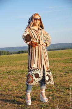 Купить или заказать Пальто а ля You ли Я в интернет-магазине на Ярмарке Мастеров. Теплое осеннее пальто для девушки женщины которая желает не остаться без внимания. Пальто выполнено крючком из толстой пряжи. будет прекрасным дополнением к брюкам или джинсам. Очень уютное и мягкое, с ним захочется обниматься всю осень или весну. пальто представлено в размере 46-48 цена может меняться в зависимости от вашего…