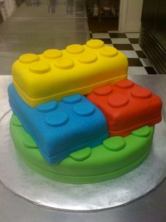 Lego cake - for the Lego Party Kids Birthday Themes, Lego Birthday Party, Boy Birthday, Birthday Cakes, Birthday Parties, Cupcakes, Cupcake Cookies, Lego Cake, Cookie Designs