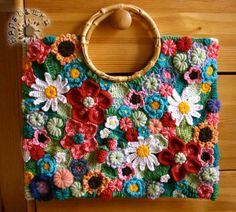 Cotton top for women - free knitting instructionsCotton top for women - stricken-haekeln.deA free guide to embroidering eyelets with the embroidery machine.A free guide to embroidering eyelets with the embroidery machine. Bag Crochet, Crochet Diy, Freeform Crochet, Crochet Handbags, Crochet Purses, Crochet Crafts, Crochet Clothes, Crochet Projects, Simple Crochet