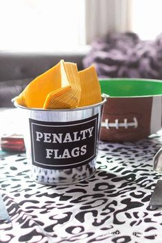 Awesome Football Party Decorating Ideas - Entertaining Diva @ From House To Home I love this super bowl decorating idea! Such a cool way to store napkins for my game day party. Click through to find more football party decorating ideas. Football Super Bowl, Chiefs Super Bowl, Football Food, Football Decor, College Football, Football Birthday, Football Desserts, Football Recipes, 10th Birthday
