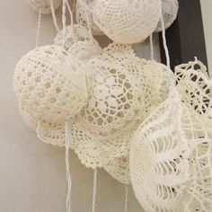 Different way of hanging Christmas crotchet balls.  What do u think @Ana Maranges Ward