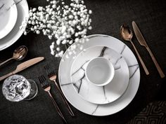 Elegant Silverware in copper and dishware in marble - How to decorate without clutter - Beige RenegadeBeige Renegade: