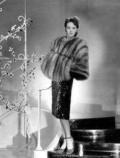 Lucille Bremer, fur cape and muff 1940s Fashion, Fur Fashion, Vintage Fashion, Vintage Fur, Vintage Beauty, Vintage Glamour, Glamour Movie, Fur Cape, 20th Century Fashion