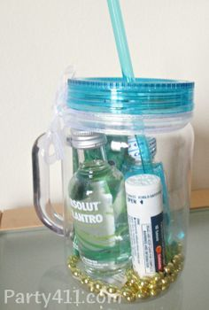 so cute I'm dying These bachelorette party hangover favors saved me and my guests the morning after our night on the town! See how to put together these easy kits. Bachlorette Party, Vegas Bachelorette, Bachelorette Party Games, Bachelorette Hangover Kits, Bachelorette Gift Bags, Party Banner, Before Wedding, Party Gifts, Diy Gifts