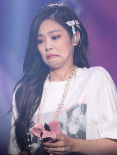 Your source of news on YG's biggest girl group, BLACKPINK! Memes Blackpink, Funny Kpop Memes, Blackpink Jennie, Meme Faces, Funny Faces, Jenny Kim, Blackpink Funny, Kim Jisoo, Blackpink Photos