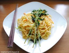 Tanja Bao English: Breakfast, Lunch and Dinner vol.5. Fried spaghetti noodles with carrots, cabbage and thai basil.