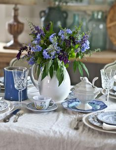 Tips on Mixing and Matching Dishes for a Simply Elegant Table | Cedar Hill Farmhouse #tablesetting #tabledecor  #decoratingideas #decorating #decoratingtips