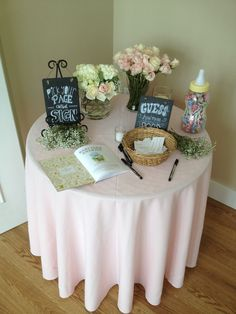 Entrance Table at a baby shower - Baby Baby Shower Niño, Shower Bebe, Baby Shower Brunch, Simple Baby Shower, Baby Shower Signs, Baby Shower Gender Reveal, Baby Shower Cakes, Baby Shower Welcome Sign, Girl Shower