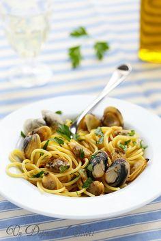 Clam Recipes, Seafood Recipes, Pasta Recipes, Cooking Recipes, Spaghetti Vongole, Spaghetti Squash Recipes, Love Eat, How To Cook Pasta, Pasta Dishes
