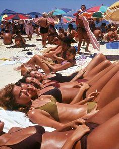"Lost In History on Instagram: ""Women sunbathing on Ipanema Beach, Rio de Janeiro, 1990."" Beautiful African Women, Copacabana Beach, In Natura, European Summer, Teen Life, Summer Aesthetic, 90s Aesthetic, Summer Pictures, Rio De Janeiro"