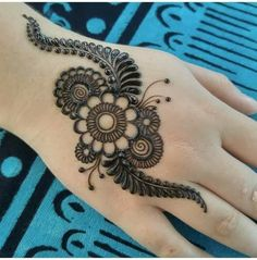 Easy Henna Tattoos Design Images - Easy Simple and Cute Henna Design Images Gallery for Girl. best henna design collection for girl with Cute Design Henna Hand Designs, Mehandi Designs, New Mehndi Designs 2018, Mehndi Designs Finger, Mehndi Designs For Kids, Simple Arabic Mehndi Designs, Mehndi Design Pictures, Mehndi Designs For Fingers, Beautiful Mehndi Design