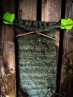 The Tweedest Little Leafy Socks featuring a Fleegle Heel - Biscotte yarns Fall Knitting, Knitting Blogs, Knitting Socks, Knitting Patterns, Crochet Patterns, Ravelry, Online Yarn Store, Socks And Heels, Sock Yarn
