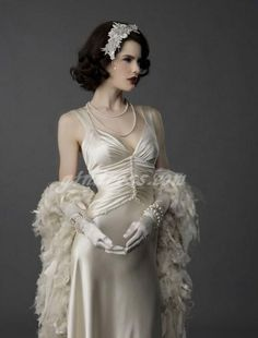 Stunning Gatsby Glamour Wedding Dresses Ideas Are you looking to have a romantic wedding event that you will always remember for the remainder of your lifetime? Add Some Gatsby Glamour to Your Big Day ! It is true that and the Great Gat… Vintage Dresses, Vintage Outfits, Vintage Fashion, Estilo Gatsby, Pretty Dresses, Beautiful Dresses, Beautiful Dream, Flapper Hair, Gatsby Hair