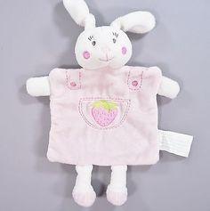 Doudou-plat-lapin-velours-rose-et-blanc-Kimbaloo