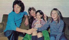 Paul McCartney and Family Paul Mccartney Kids, Heather Mccartney, Paul Mccartney Beatles, Mary Mccartney, Paul Mccartney And Wings, James Mccartney, Family Photo Album, Family Photos, Linda Eastman