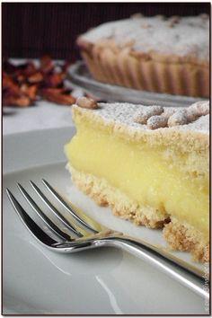 Torta della Nonna LEGGI LA RICETTA ► http://www.dolciricette.org/2012/08/torta-della-nonna-ricetta-facile.html