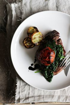 Steak with grilled tomatoes & spinach - holy god, all the pictures on The Closet Chef are amazing