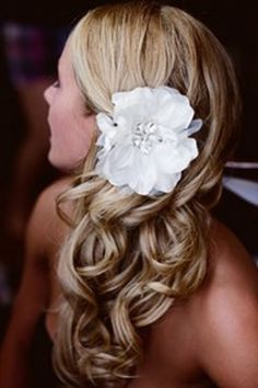 wedding hair, romantic loose waves swept to the side, flower accent