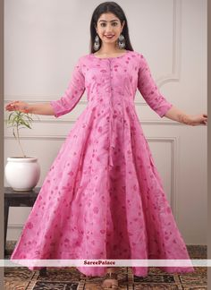 Chanderi Pink Foil Print Readymade Gown Dresses Online Usa, Gowns Online, Pink Fashion, Party Fashion, Lavender Gown, Silk Anarkali Suits, Fancy Kurti, Printed Gowns, Elegant Saree