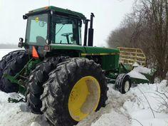 Vállalkozása mezőgazdasági munkájához szeretne gépet vagy traktort vásárolni? Legyen traktor, kombájn, vetőgép, palánta...Igényei alapján bármely mezőgazdasági eszközt, gépet megtalál a www.krimzon.eu oldalunkon! #mezőgazdaság #traktor #palánta #zöldség #gyümölcs #krimzon www.krimzon.eu Old John Deere Tractors, Tractor Cabs, New Trucks, Snow, Colors, Farmhouse, Tractors, Colour, Color