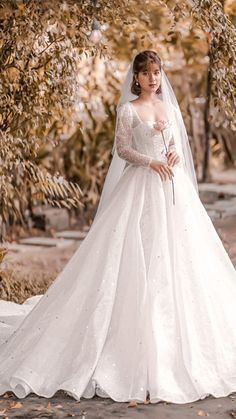 Luxury Wedding Dress, Long Wedding Dresses, Long Sleeve Wedding, Princess Wedding Dresses, Wedding Dress Sleeves, Bridal Dresses, Princess Bridal, Medieval Wedding Dresses, Vintage Wedding Gowns