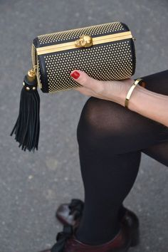 51 Most Unique Clutch Bags Oozing Class and Style Source by femininas pequena Fashion Handbags, Purses And Handbags, Fashion Bags, Sacs Design, Cute Purses, Luxury Bags, Beautiful Bags, Clutch Purse, My Bags