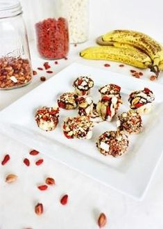 Funky Monkeys *Raw chocolate (see other pin, this is what I used) or dark chocolate bar *Bananas *Goji berries *Coconut chunks/flakes *Peanuts ~YUM Healthy Sweets, Healthy Dessert Recipes, Raw Food Recipes, Snack Recipes, Lean Recipes, Desserts, Goji Berry Recipes, Raw Breakfast, Raw Coconut