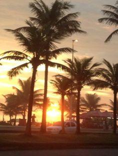 Por do sol ...E pelo meu caminho eu peço, eu agradeço, sempre...Obrigada Senhor, pela semana maravilhosa! Boa noite queridas e queridos! — em Rio de Janeiro, praia da Barra da Tijuca...Ainda há pouco... 1/12/2013