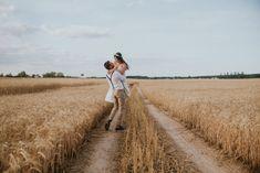 seaja narzeczenska w stylu boho na polu Railroad Tracks, Photoshoot, Engagement, Boho, Couple Photos, Couples, Couple Shots, Photo Shoot, Bohemian