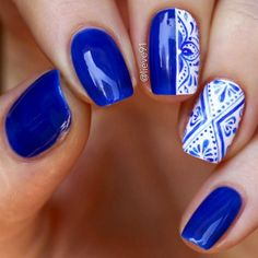 It is time you learn more about cobalt blue color! It's exquisite and sophisticated shade. Royal blue shades are not only extremely elegant but can also be upgraded and taken to unknown levels of sweet with the addition of other hues or patterns. Cobalt Blue Nails, Blue And White Nails, Bleu Cobalt, Casual Nails, Trendy Nails, Cute Nails, My Nails, Colorful Nail Designs, Nail Art Designs
