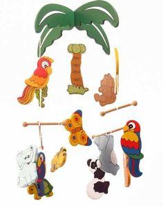 13 oerwouddieren in bonte kleuren bewegen zachtjes onder de palmboom.   Afm:35x21 cm
