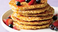 """""""Pancakes on a weekday before work or getting the kids off to school? No problem,"""" Food Network star Katie Lee says. Ways To Eat Healthy, Healthy Eating, Healthy Life, Healthy Food, Oatmeal Pancakes, Banana Pancakes, Yogurt Pancakes, Oat Muffins, Protein Pancakes"""