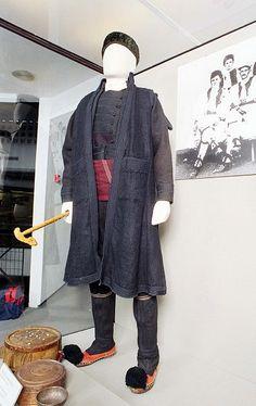 Ποτούρι Greek Traditional Dress, Greek Costumes, Greeks, Folk Costume, Bulgarian, Raincoat, Museum, Dance, Pure Products