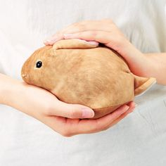 Fellisimo, the clever Japanese novelty company, has created a fun line of bunny handbags that look incredibly real and come in various styles – chinchilla, Netherland dwarf, Holland lop ear a…