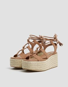 CUÑA BLOQUE ACORDONADA - PULL&BEAR Pull & Bear, Lace Up Wedges, Brown Wedges, Jute, Fashion Pictures, Espadrilles, Shoes, Women, Primavera Estate