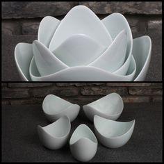Lotus Bowls from Spin Ceramics Platos de cerámica que forman una flor al estar juntos