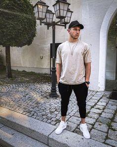 """Felix Hebesberger on Instagram: """"All you need is less. #basicoutfit . . . . . . . . . . . #basicstyle #basicfashion #oversizedshirt #basicshirt #fashionista #fashioninspo…"""" All You Need Is, Basic Outfits, Basic Style, Oversized Shirt, Sporty, Mens Fashion, Instagram, Basic Clothes, Moda Masculina"""