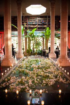 L'agence évènementielle Instants Magiques spécialisée dans l'organisation de mariages, vous propose de prendre en photos votre mariage à Marrakech au Maroc.