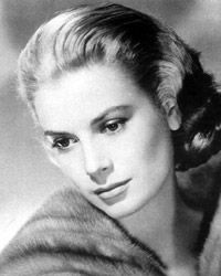 Grace Kelly - Actress and then married to Prince Rainier of Monaco. She died after having a stroke while driving her car. The car went off a cliff in Monaco. Hollywood Icons, Old Hollywood Glamour, Golden Age Of Hollywood, Vintage Hollywood, Hollywood Actresses, Classic Hollywood, Moda Grace Kelly, Grace Kelly Style, Princess Grace Kelly