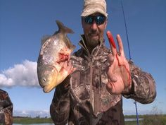 Piranha bites finger half off stupid guy. - YouTube