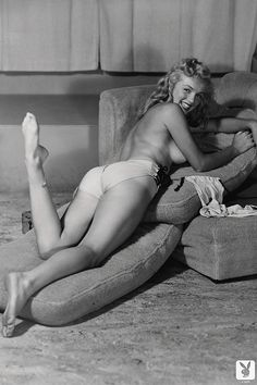 Marilyn Monroe posed for Earl Moran to Playboy Magazine