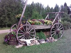 Western Landscape Inspiration for Spring – COWGIRL Magazine – Front Yard İdeas Country Landscaping, Front Yard Landscaping, Landscaping Ideas, Rustic Gardens, Outdoor Gardens, Wagon Planter, Old Wagons, Garden Yard Ideas, Patio Ideas