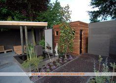Tuin met sauna en buitendouche, ontwerp & aanleg door Van Sleeuwen Hoveniers - Veghel. Meer informatie treft u op www.vansleeuwenhoveniers.nl.