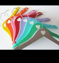 Clothes hanger for colorful clothes - Diy And Crafts Diy Wooden Projects, Wooden Crafts, Wooden Diy, Wooden Names, Diy Clothes, Clothes Hanger, Hobbies And Crafts, Diy And Crafts, Organizar Closet