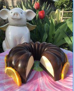 Gelatina Flotatina (Dark & White) de chocolate blanco y chocolate obscuro. Por Laura Corcorran A mí me encantan las gelatinas, pero a mi esposo le parecían muy simples y nada antojables las gel…