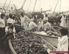 People crowd together boats full of goods at the open market. Panama City, Panama (Date: 1/12/1922)