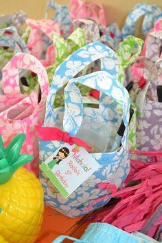 Favor bags at a Hawaiian Luau Party #hawaiianluau #partyfavors